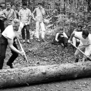 Forestry students participate in log rolling event