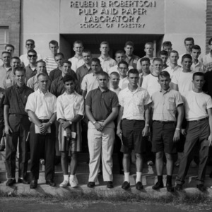 Freshman Students in front of Reuben B. Robertson Pulp and Paper Laboratory
