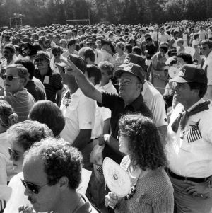 Crowd at Ronald Reagan visit
