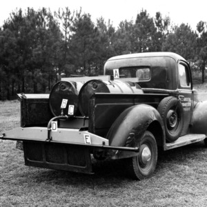 Experimental distributor for liquid fertilizer on truck