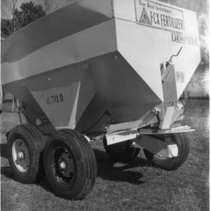 Dempster fertilizer spreader