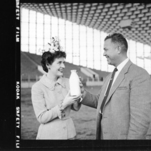 Actress Polly Bergen and Lloyd Langdon of NC Dairy Products Association at NC State Fair