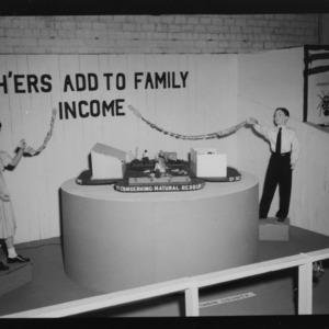 N. C. State Fair: White 4-H exhibits
